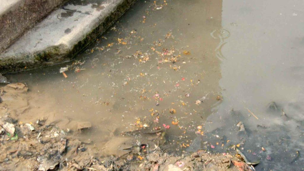 汚いガンジス川