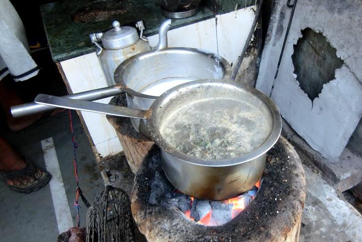 チャイを煮る