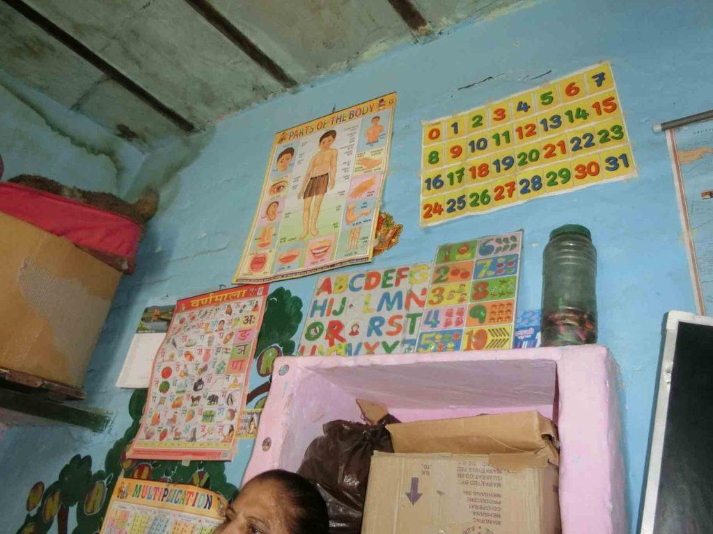 スラムの小学校の壁