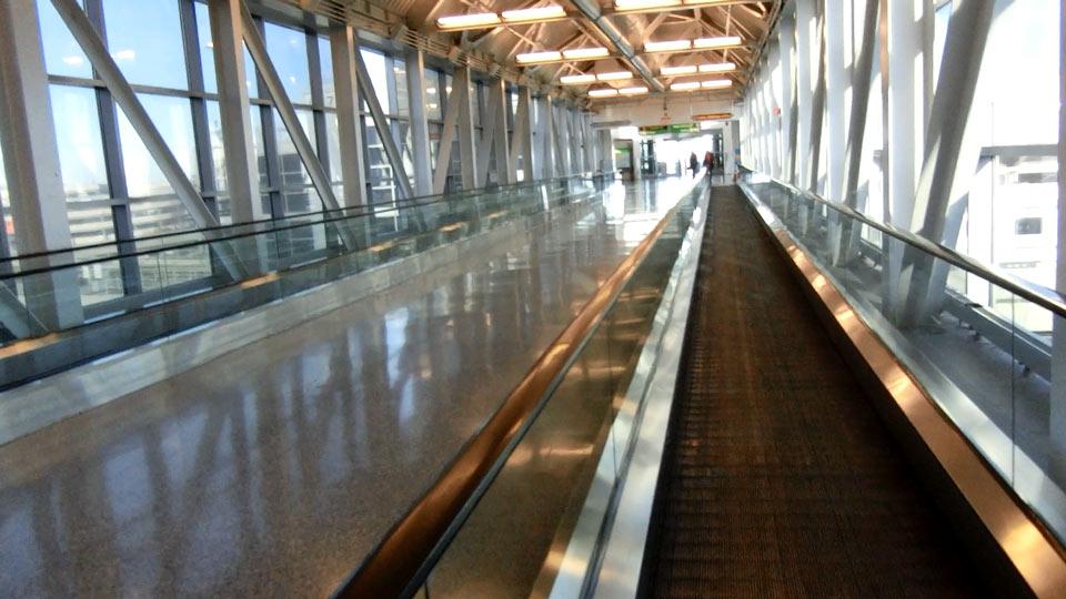 ニューヨーク空港の通路